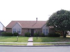 6804 Curry Dr, The Colony, TX 75056