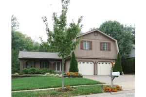 2005 Lake Clay Dr, Chesterfield, MO 63017