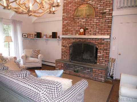 330 Private Rd, East Patchogue, NY 11772 - realtor.com®