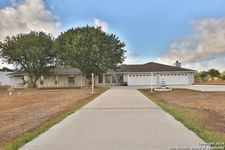 14730 E Lupon Rd, St Hedwig, TX 78152