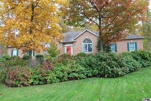 3225 White Pine Dr, Harrisburg, PA 17112