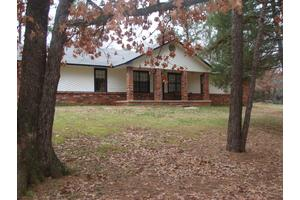 779 Golden Pond Dr, Russellville, AR 72802