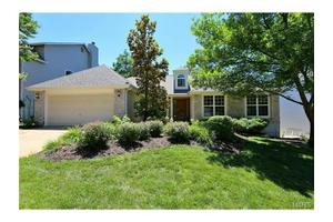 2174 Avalon Ridge Cir, Fenton, MO 63026