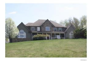32 High Meadow Rd, Campbell Hall, NY 10916