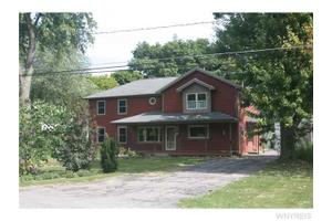 310 S 7th St, Lewiston, NY 14092