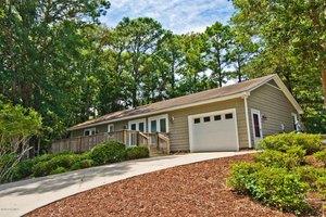 227 Oakleaf Dr, Pine Knoll Shores, NC 28512