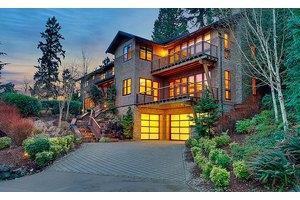 9407 SE Shoreland Dr, Bellevue, WA 98004