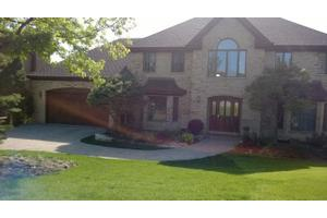 9024 Hickory Ln, Hickory Hills, IL 60457