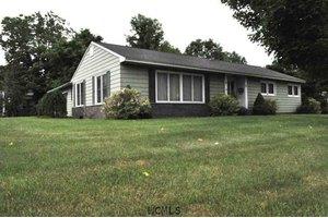 1 Edgewood Dr, South Glens Falls, NY 12803