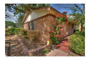 105 Hill Top Ct, Springtown, TX 76082