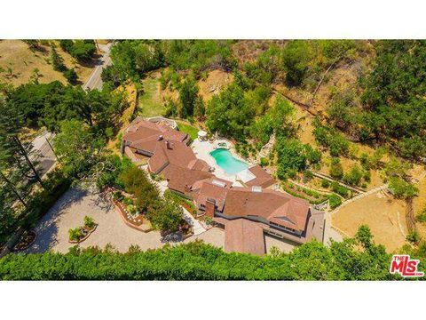 2660 Benedict Canyon Dr, Beverly Hills, CA 90210