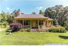 1110 Lundine Rd, Holly Springs, MS 38635