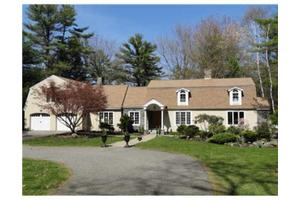 39 Crockett Neck Rd, Kittery, ME 03905