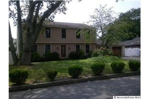 551 Robinhood Rd, Brick, NJ 08724