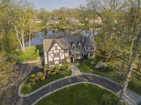 55 Orchard Dr, Greenwich, CT 06830