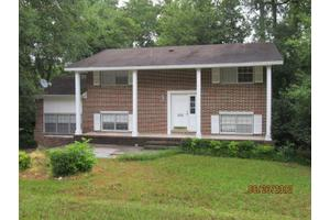 608 Morningside Cir, Millen, GA 30442