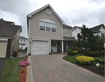 47 Glen Oaks Ct, Old Bridge, NJ 08857