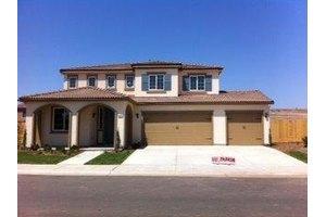 828 Blackwood Ave, Clovis, CA 93619