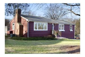 28 Greenbriar Ln, Newtown, CT 06470