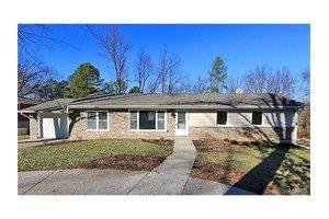 1215 Fairview Dr, Ellisville, MO 63011