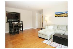 5170 Washington St Unit 302, Boston, MA 02132