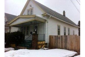 1422 W Dakota St, Milwaukee, WI 53215