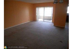 4042 NW 19th St # 403, Lauderhill, FL 33313