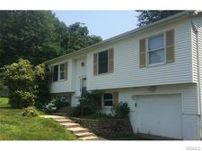 7 Virginia Cir, Newburgh, NY 12550