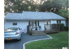 33 Champlain St, Port Jefferson Station, NY 11776