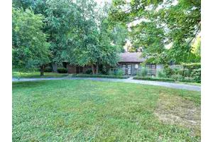 8202 Cemetery Rd, Bowling Green, KY 42103