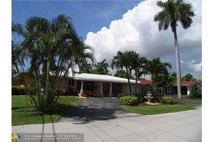 2784 NE 32nd St, Lighthouse Point, FL 33064