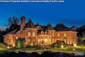 104 Garden Ct, Franklin Lakes, NJ 07417