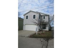 272 Lakeview St, Lake Orion Vlg, MI 48362