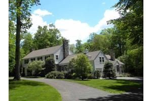 8 Sherry Ln, Darien, CT 06820