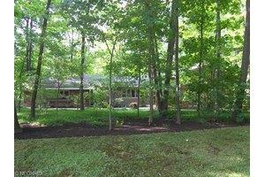 65 Farwood Dr, Moreland Hills, OH 44022
