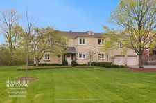 9 Orchard Ln, Golf, IL 60029