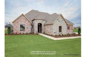 2487 Brookwater Ln, Fayetteville, AR 72703