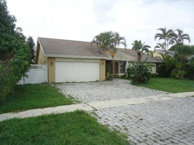 9647 Richmond Cir, Boca Raton, FL