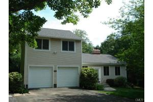 10 Wills Rd, Newtown, CT 06470