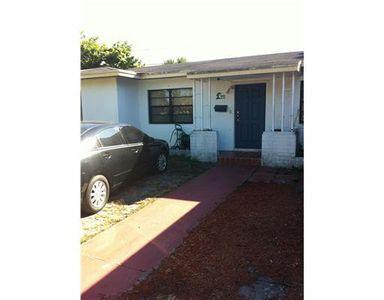 950 Ne 163rd St, North Miami Beach, FL