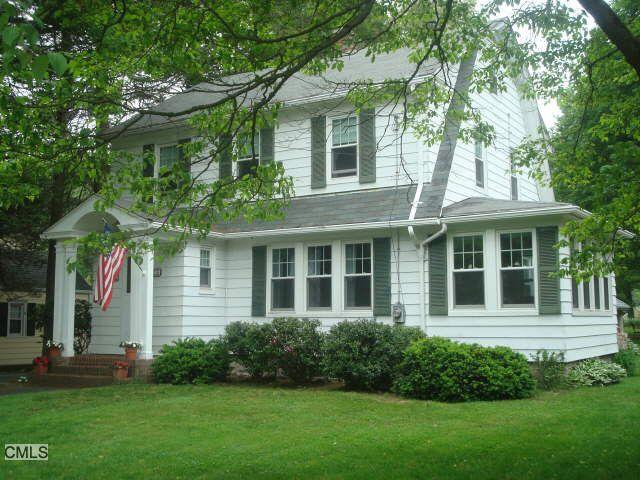 28 Cottage Pl, Trumbull, CT 06611