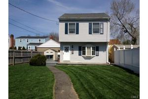 48 Baker St, Bridgeport, CT 06606