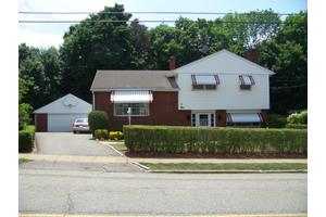 1 Meadowbrook Ln, Suffern, NY 10901