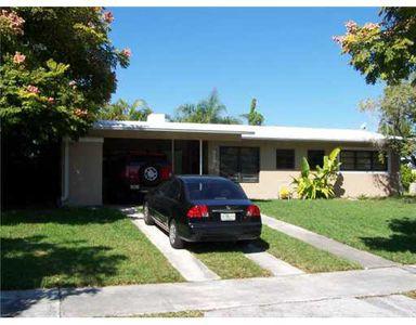 9395 Jamaica Dr, Cutler Bay, FL