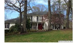 20 Salem Dr, Colts Neck, NJ 07722
