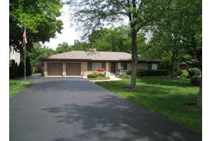 131 Woodland Dr, OAK BROOK, IL 60523