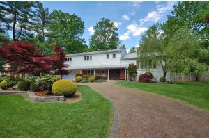 44 Tanglewood Dr, Livingston Twp., NJ 07039