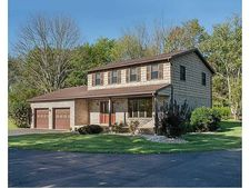 128 Timber Dr, Loyalhanna, PA 15681