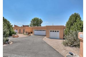 1167 Laurel Loop NE, Albuquerque, NM 87122