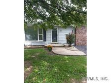 204 W Country Ln, Collinsville, IL 62234